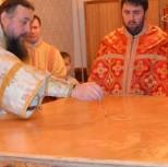 Помазывание престола святым миром