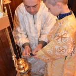 Возжение кадила. Пономари Игорь и его сын Никита