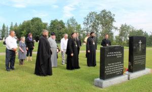 Краткая заупокойная молитва у могил протоиерея Иоанна и его суприги Елены Маргитич. Кладбище прихода св.Варвары на Ниску.