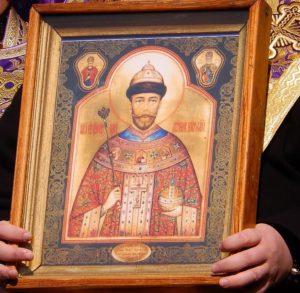 Чудотворная мироточивая икона царя-страстотерпца Николая II со святыми правд. Иовом Многострадальным и свт. Николаем Чудотворцем в верхних клеймах